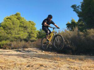 Ποδηλάτης με mountain bike